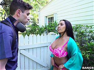 Wage employee pulverizes his boss's big-boobed exotic wife Priya Price