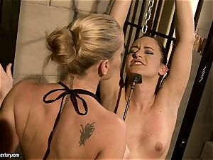 Kathia Nobili smacking a hottie stunner on the face