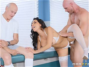 Lela starlet getting torn up in the doctors