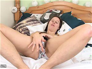Maya Bijou jizzes with rigid contractions