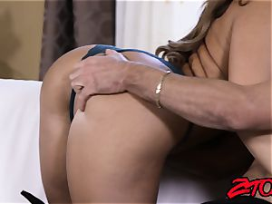Richelle Ryan makes spouse see her penetrate another fellow