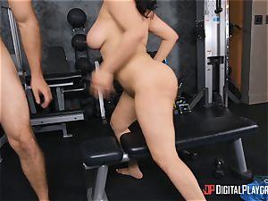 JMac bangs honey in the gym
