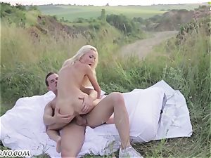 Victoria Puppy - bare sweetheart in nature