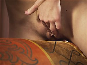 Yana luvs to have fun with her honeypot