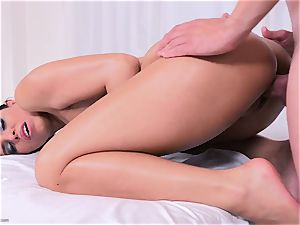 sumptuous plump lady Kira princess gets rubdown with lube