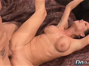 hubby observes wifey Veronica Avluv drizzle
