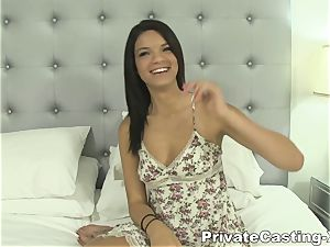 personal Casting-X - tanned babe likes to pulverize