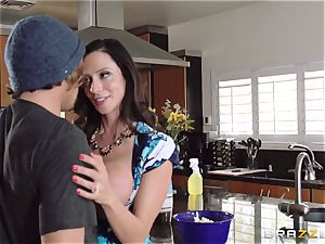 Mean mommy Ariella Ferrera tempts her daughters man