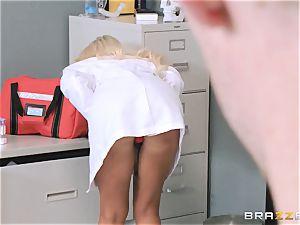 big splattered doctor Nina Elle entices her favourite patient