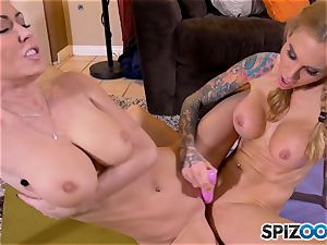 tonguing minge eaters Jessica Jaymes and Sarah Jessie