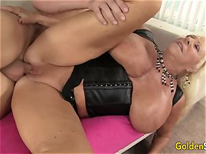 busty grandmother Mandi McGraw gargles a wood and Then rails It with passion